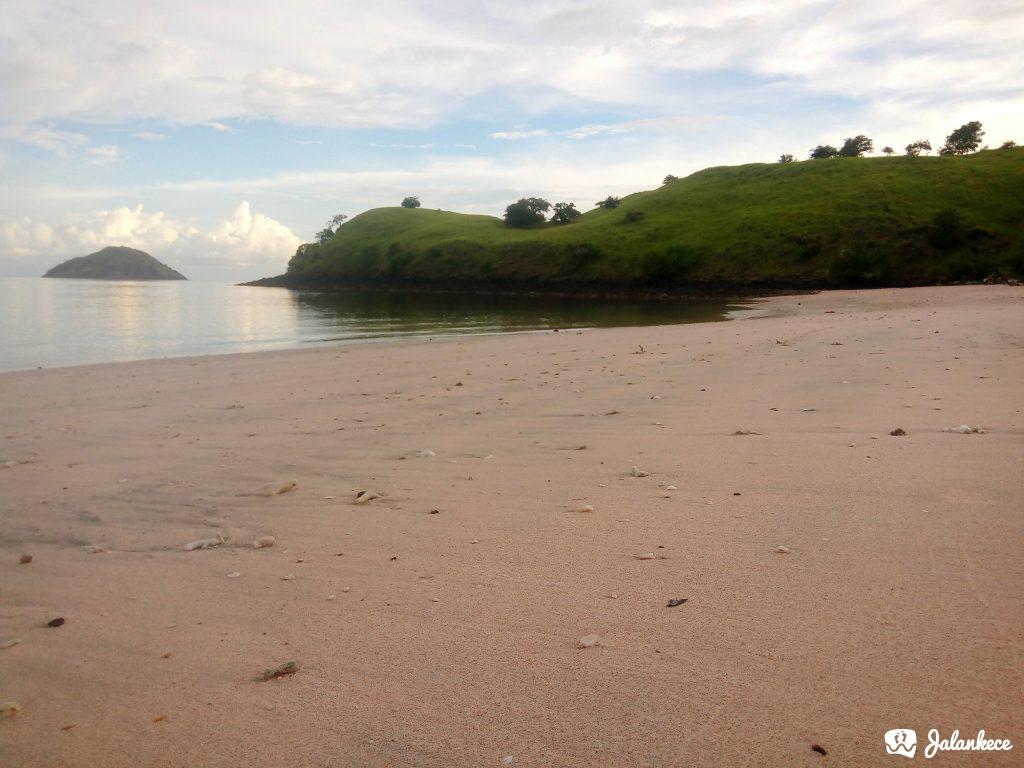 Pasir Pink di Pantai Namo