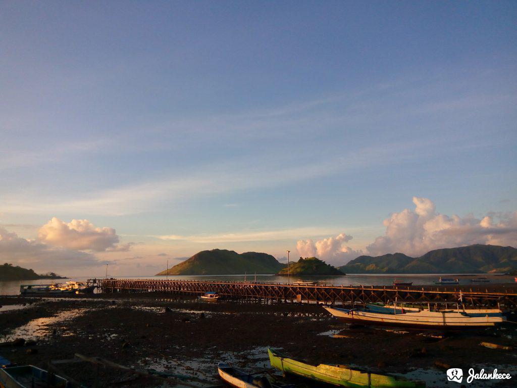 Sunrise di Dermaga Kampung Komodo